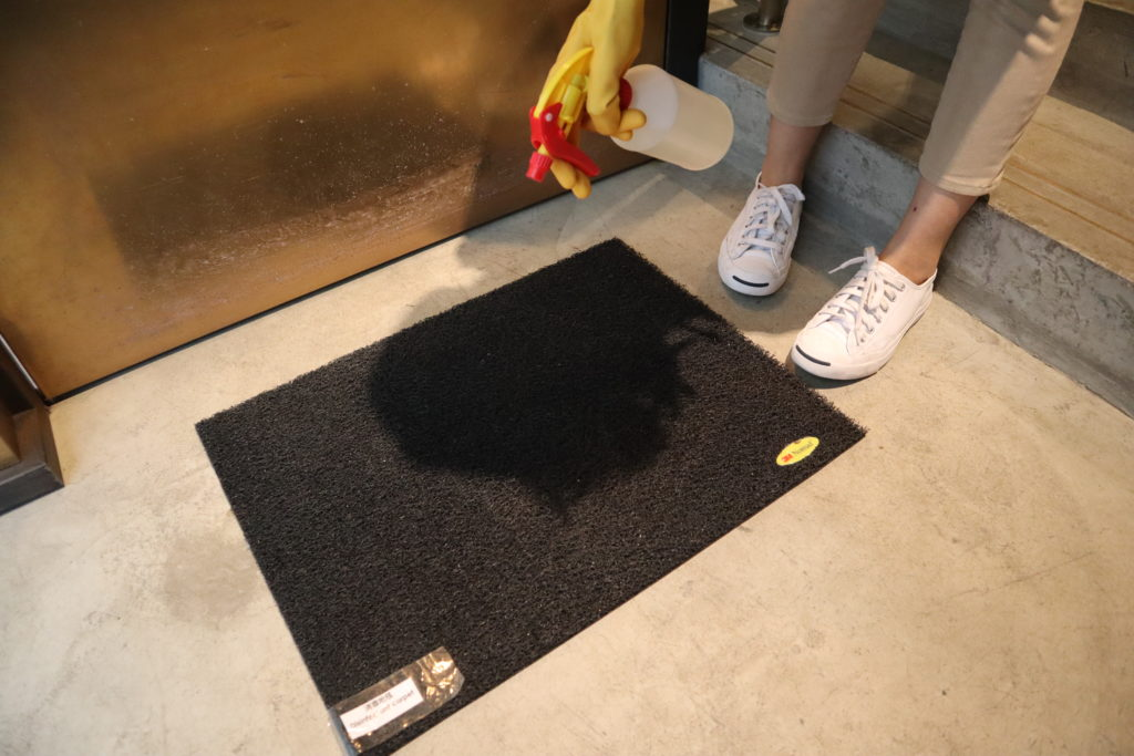 We place a disinfectant doormat at the entrance which we regularly disinfect with 1:99 diluted household bleach.